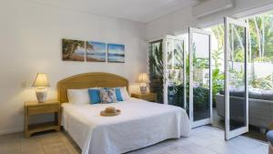 A bed or beds in a room at Driftaway - Port Douglas