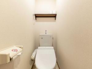 A bathroom at OYO Hotel MUSUBI KYOTO Shimabaraguchi