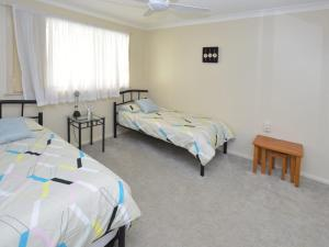 A bed or beds in a room at 1/33 Wharf Street