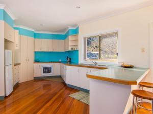 A kitchen or kitchenette at 22 Marine Drive