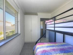 A bunk bed or bunk beds in a room at 45 Wharf Street - Whole House