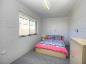 A bed or beds in a room at 45A Wharf - Upstairs