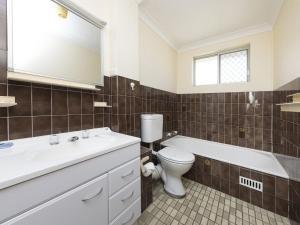 A bathroom at Luskin Court 6