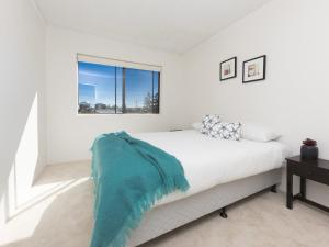 A bed or beds in a room at Rosemont 8 - Designed with Guests in Mind