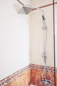 A bathroom at DC Mesones 21