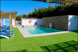 The swimming pool at or near Bungalow La Roa IV