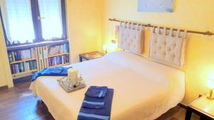 A bed or beds in a room at Bed & Breakfast A San Siro 75