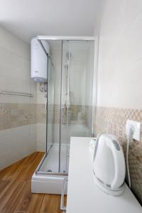 A bathroom at Pyrotima Apartments