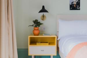 A bed or beds in a room at Drake Motor Inn