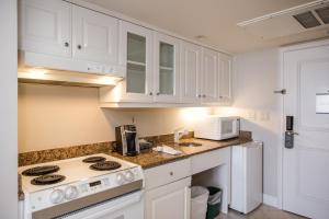 A kitchen or kitchenette at Marco Beach Ocean Resort