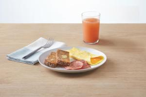Breakfast options available to guests at TownePlace Suites by Marriott Fort McMurray