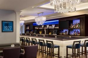 The lounge or bar area at Hilton Checkers Los Angeles