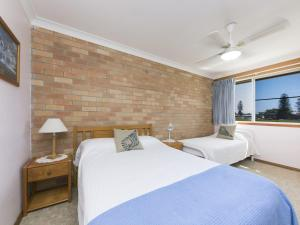 A bed or beds in a room at Fairholme 12