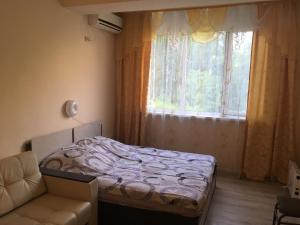 Кровать или кровати в номере Apartment on Plekhanova