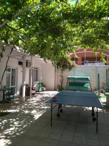 Ping-pong facilities at Зелёный дворик or nearby