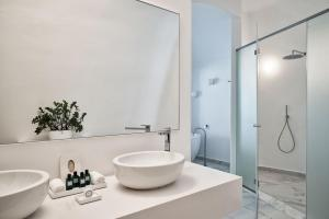 A bathroom at Canaves Oia Suites & Spa