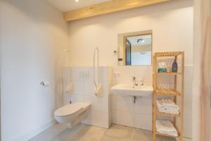 Een badkamer bij De Groene Bollenschuur