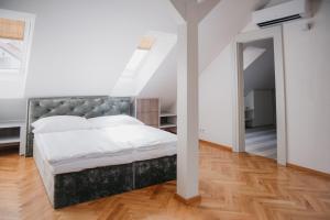 Postel nebo postele na pokoji v ubytování High Heaven