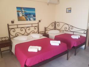 Ένα ή περισσότερα κρεβάτια σε δωμάτιο στο Villa Irini Studios