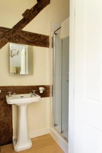 A bathroom at Church Farm B&B near Telford and Ironbridge