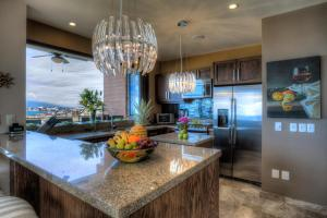 A kitchen or kitchenette at Pinnacle Resorts 220