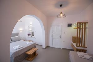 מיטה או מיטות בחדר ב-Agia Anna on the beach