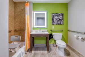 Ein Badezimmer in der Unterkunft La Quinta by Wyndham Visalia/Sequoia Gateway