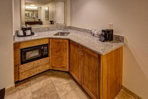 Cucina o angolo cottura di Hampton Inn & Suites Destin