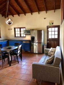 Uma área de estar em Little Jungle Apartments Aruba