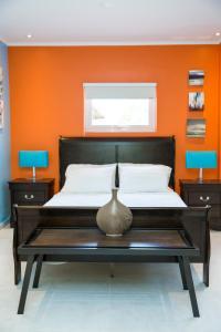 Cama ou camas em um quarto em Little Jungle Apartments Aruba
