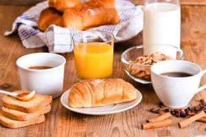 Breakfast options available to guests at Hotel España