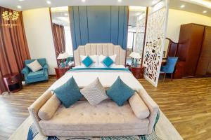Giường trong phòng chung tại SONG LONG Hotel