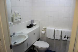 A bathroom at Atrium Hotel Mandurah