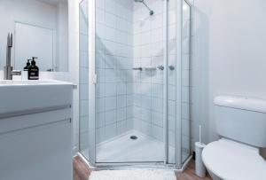 A bathroom at Blue Charm - Flinders Lane, NBN Wifi, Lift