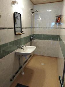 Kylpyhuone majoituspaikassa FirstHome GuestHouse