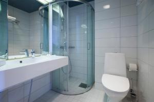 Ett badrum på Hotel Oscar