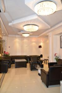 The lobby or reception area at Hotel Regina Montmartre