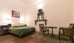A bed or beds in a room at Glen View Heritage Homestay by Vista Rooms