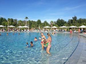 Piscine de l'établissement Cote d'Azur Holidays ou située à proximité