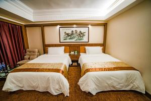 A bed or beds in a room at Nanyang King's Gate Hotel