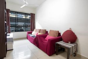 A seating area at Cyber City Vacation Homestay