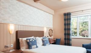 A bed or beds in a room at Golden Sands