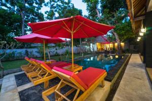 The swimming pool at or close to Faris Villas