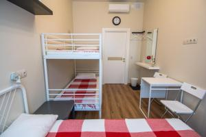 A bunk bed or bunk beds in a room at Mini-Mani na Krylova