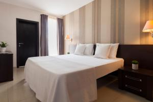 A bed or beds in a room at Blubay Apartments by ST Hotels