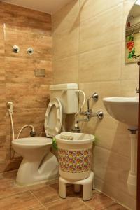 A bathroom at Elegant Serviced Apartment