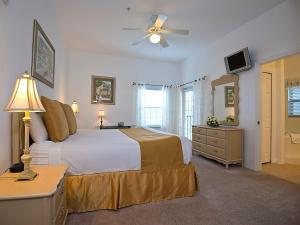 A bed or beds in a room at Caribe Cove Resort - Near Disney