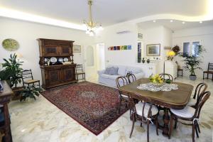 A seating area at La Kenzia Casa Vacanze