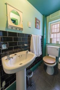 A bathroom at Golden Eagle