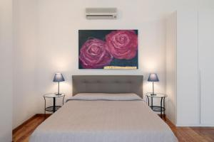 A bed or beds in a room at PadovaResidence Apartments - Piazza delle Erbe